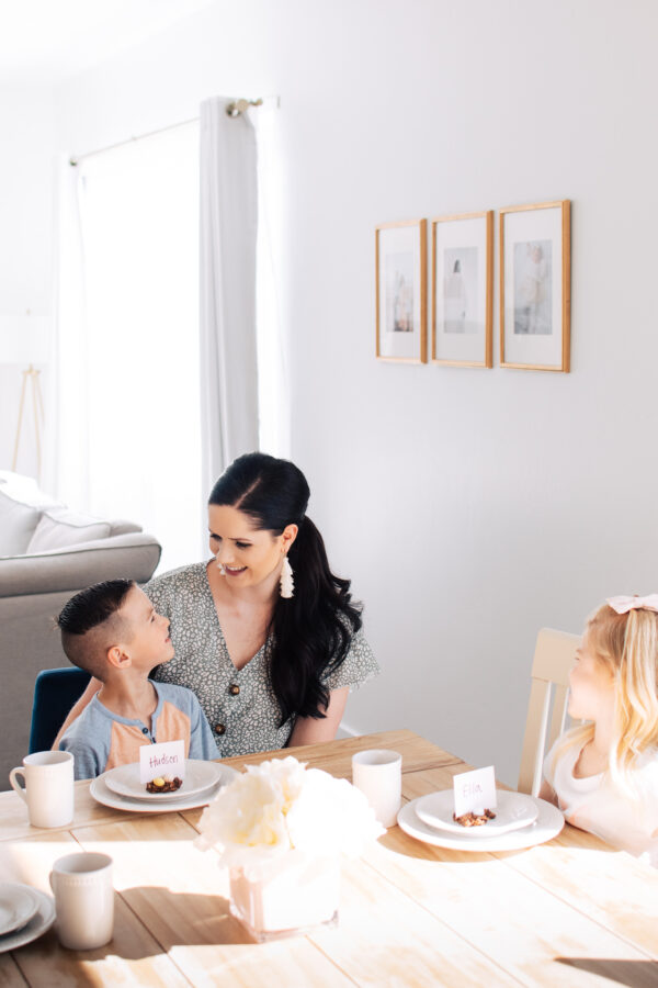 Food blogger Jessica Ashcroft smiles at with her kids at their kitchen table.